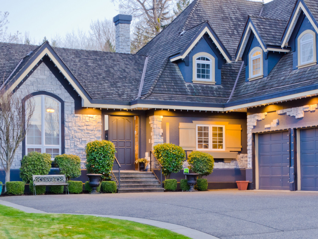 5 tips for choosing the right garage door